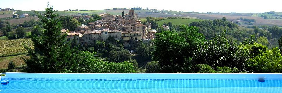 Veduta del paese di Morcella a Marsciano, dalla piscina